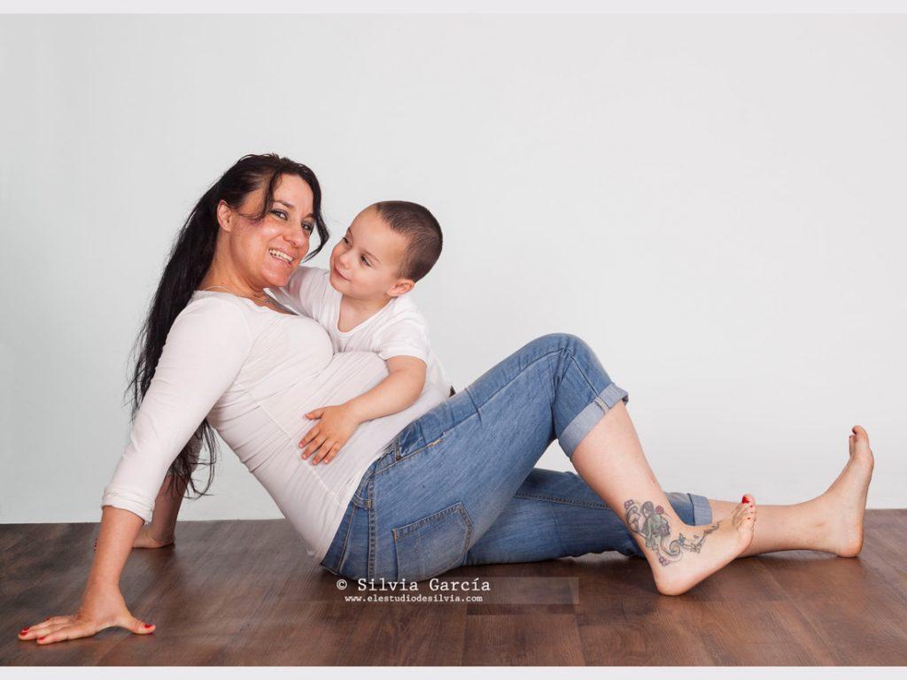 _mg_7607, fotografia premama Madrid, fotos de embarazo, fotos de embarazo con hermano, fotografia de embarazo, fotografia familiar