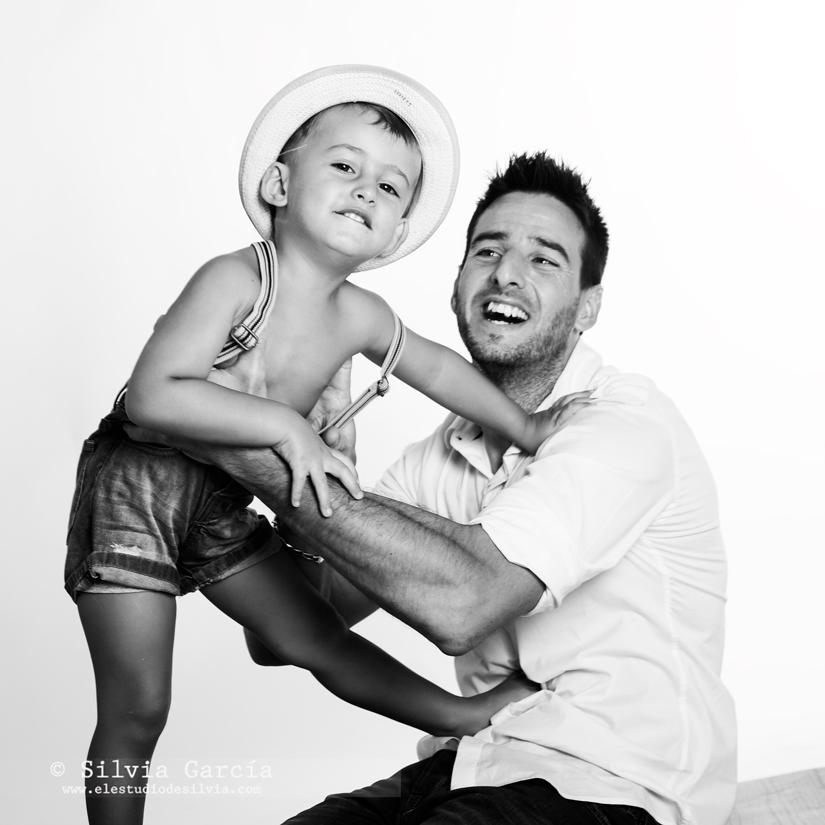 dia del padre, fotos con papa, fotografia familiar Moralzarzal, fotos de familia divertidas, dia del padre regalos, regalar fotos