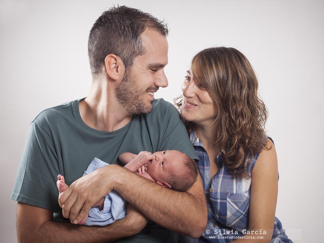 fotografía de recién nacido Madrid, newborn photography Madrid, newborn photographer, fotos recién nacido Madrid, fotos de bebés naturales, familias bonitas, fotografía familiar Madrid, fotos de familia naturales, fotos de bebes estudio Madrid
