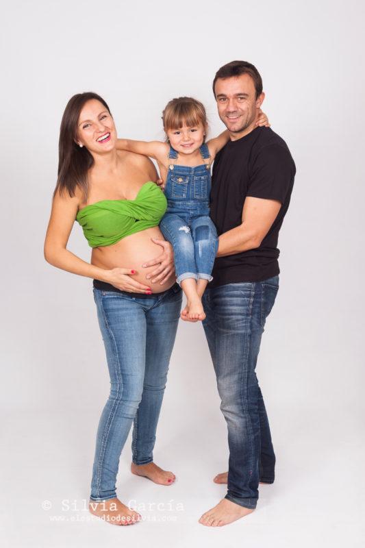 fotografía de embarazo, fotos de embarazo, fotografía premama, fotos embarazadas, maternidad, fotos demebarazo divertidas, fotos de embarazo con hermanos, embarazada y guapa, fotografia familias, familias bonitas, familias divertidas