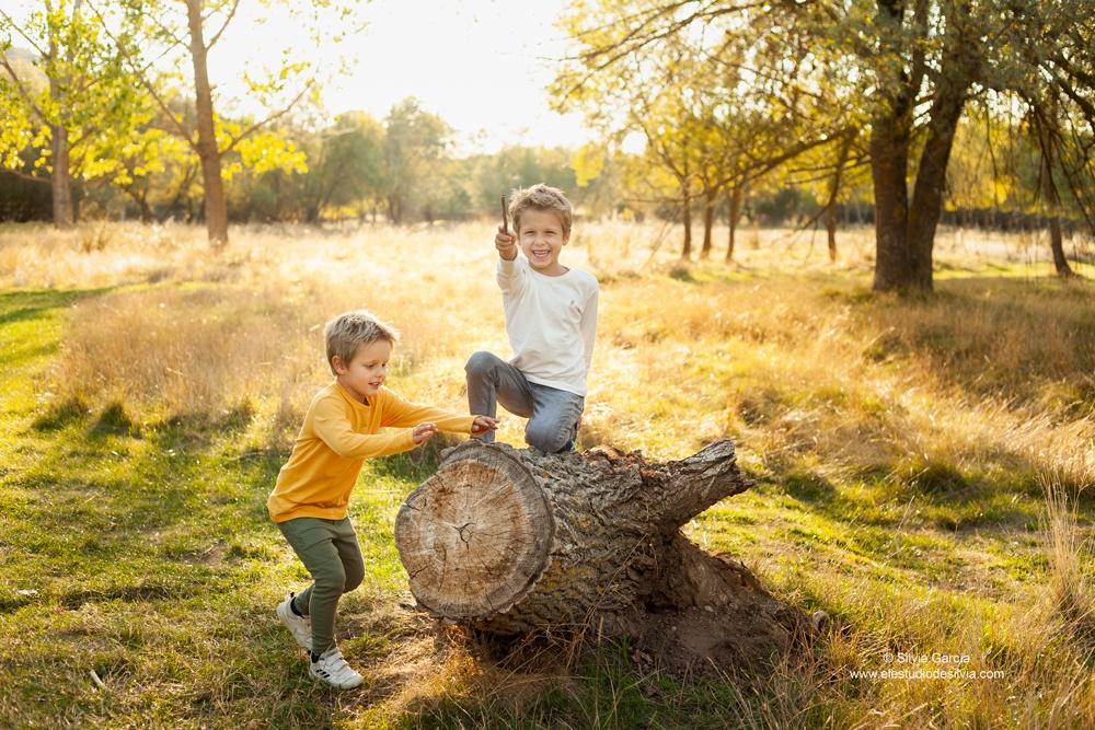 sesiones de campo, fotos en el campo, sierra de guadarrama, sesiones en exteriores, fotografía familiar Madrid