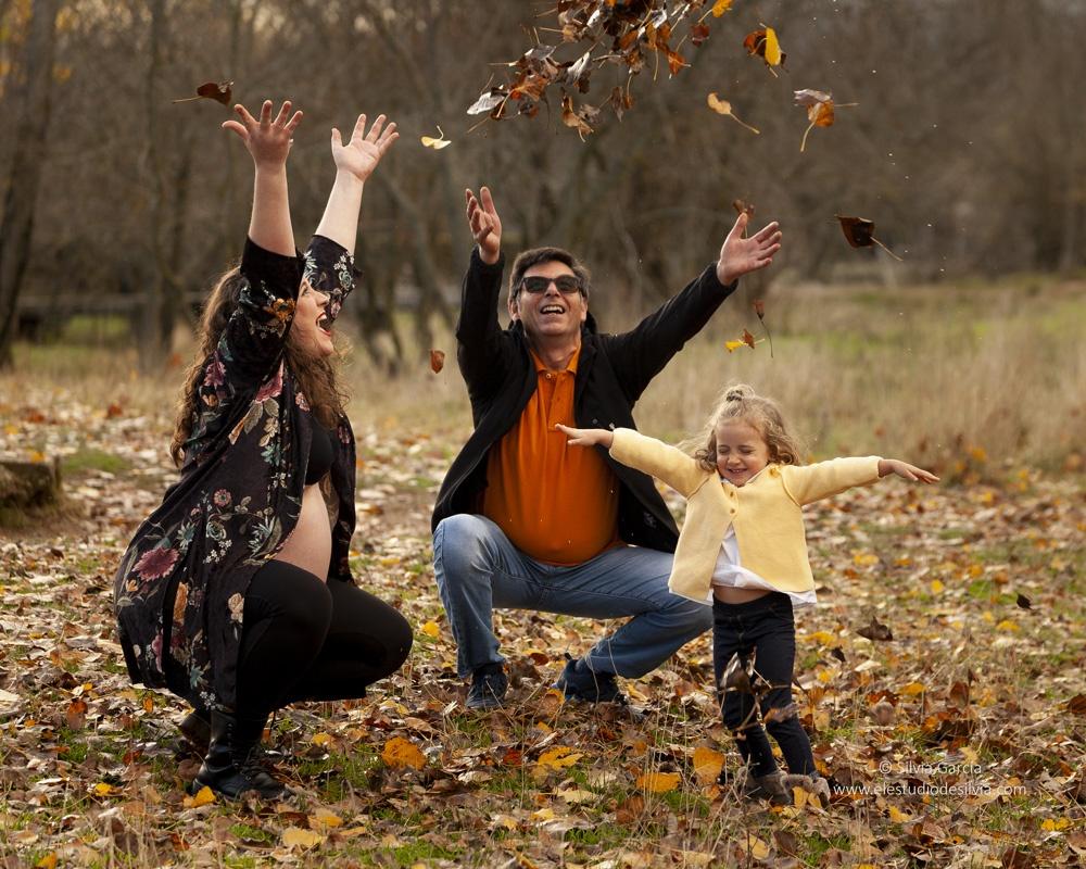 sesiones de otoño 2021, fotos de otoño, fotos en el campo, sierra de guadarrama, sesiones en exteriores, fotografía familiar Madrid